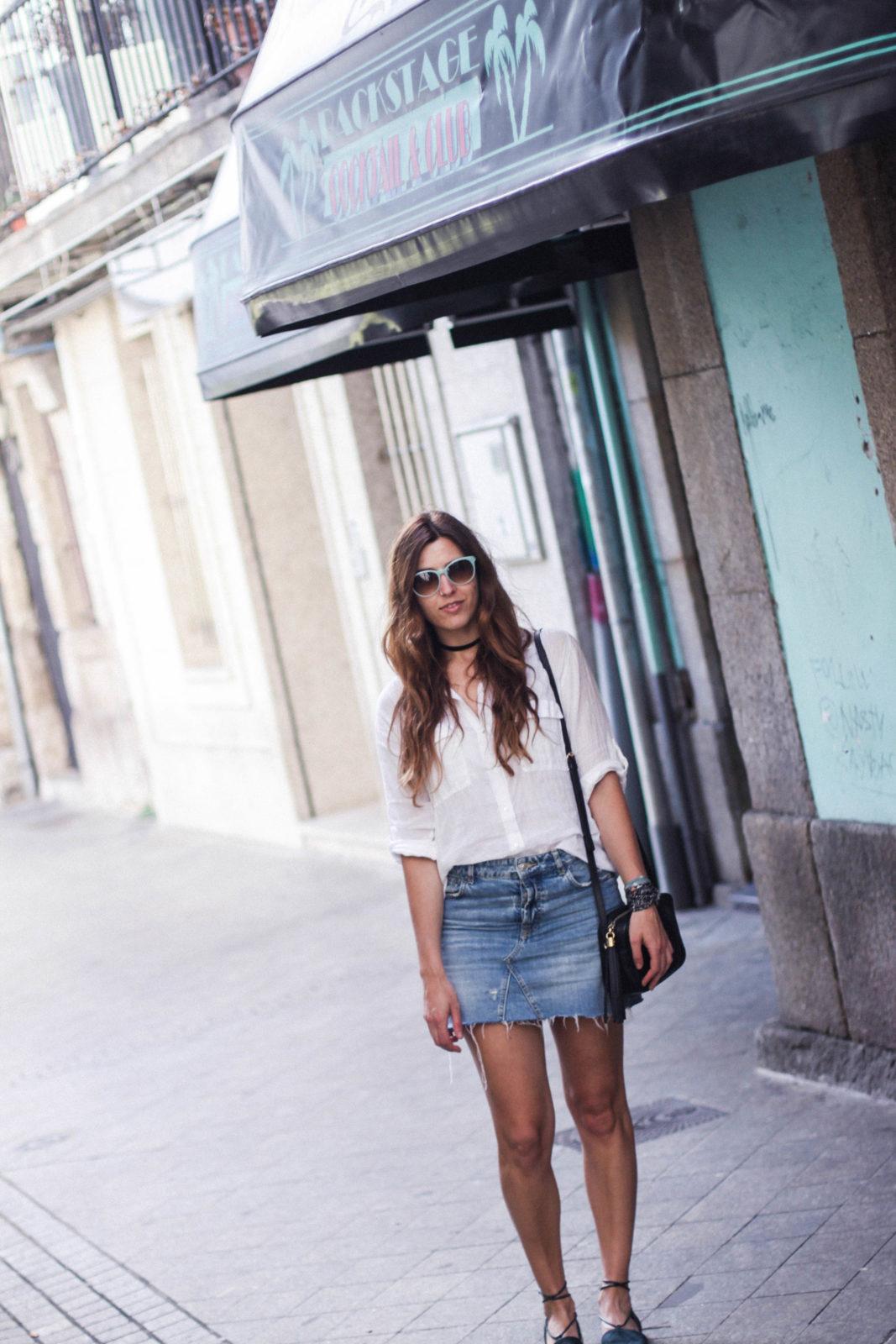 denim_skirt_falda_vaquera_camisa_blanca_alpargatas_espadrilles_look_summer_2016_street_style