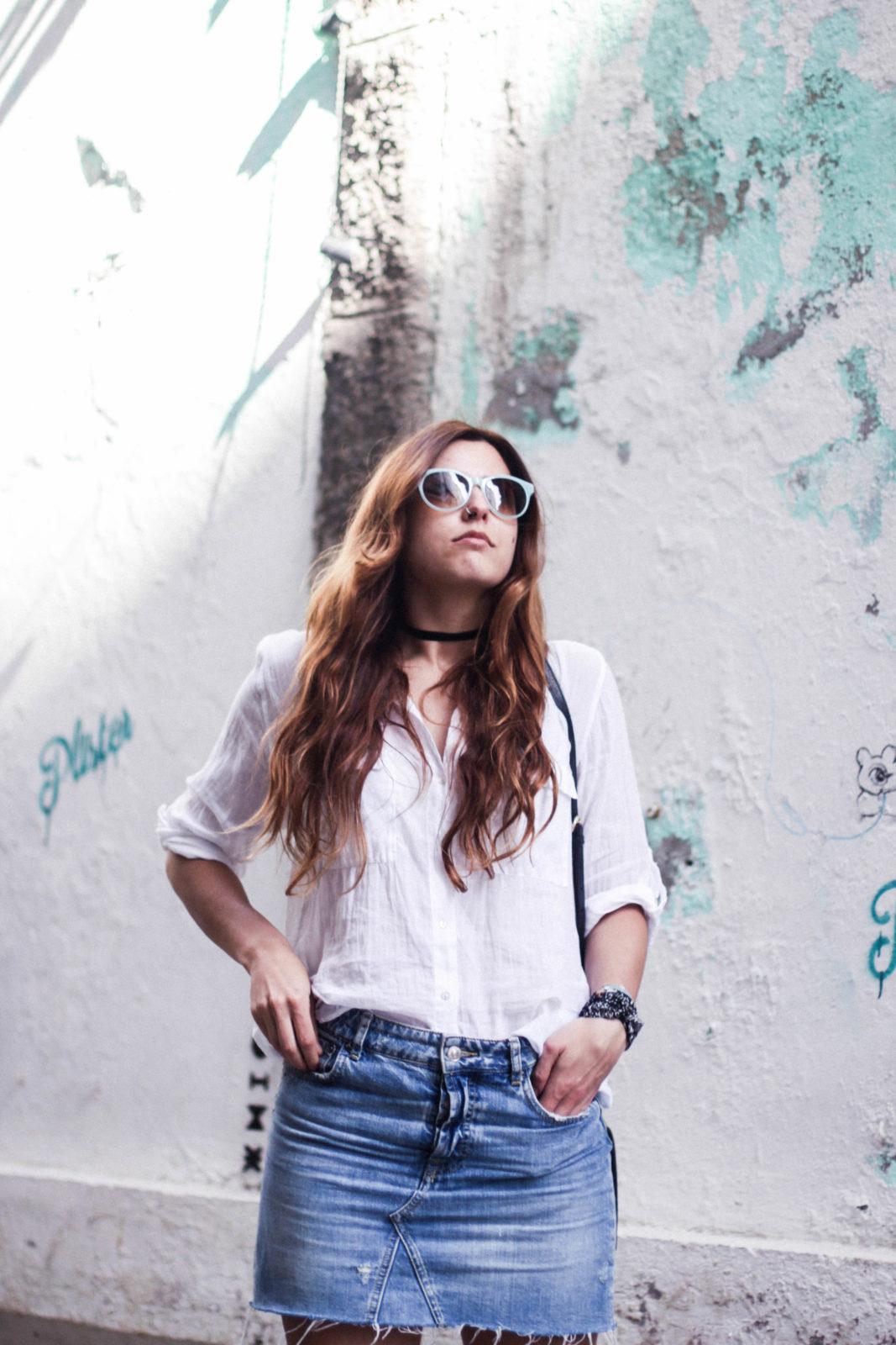 denim_skirt_falda_vaquera_camisa_blanca_alpargatas_espadrilles_look_summer_2016_street_style-14