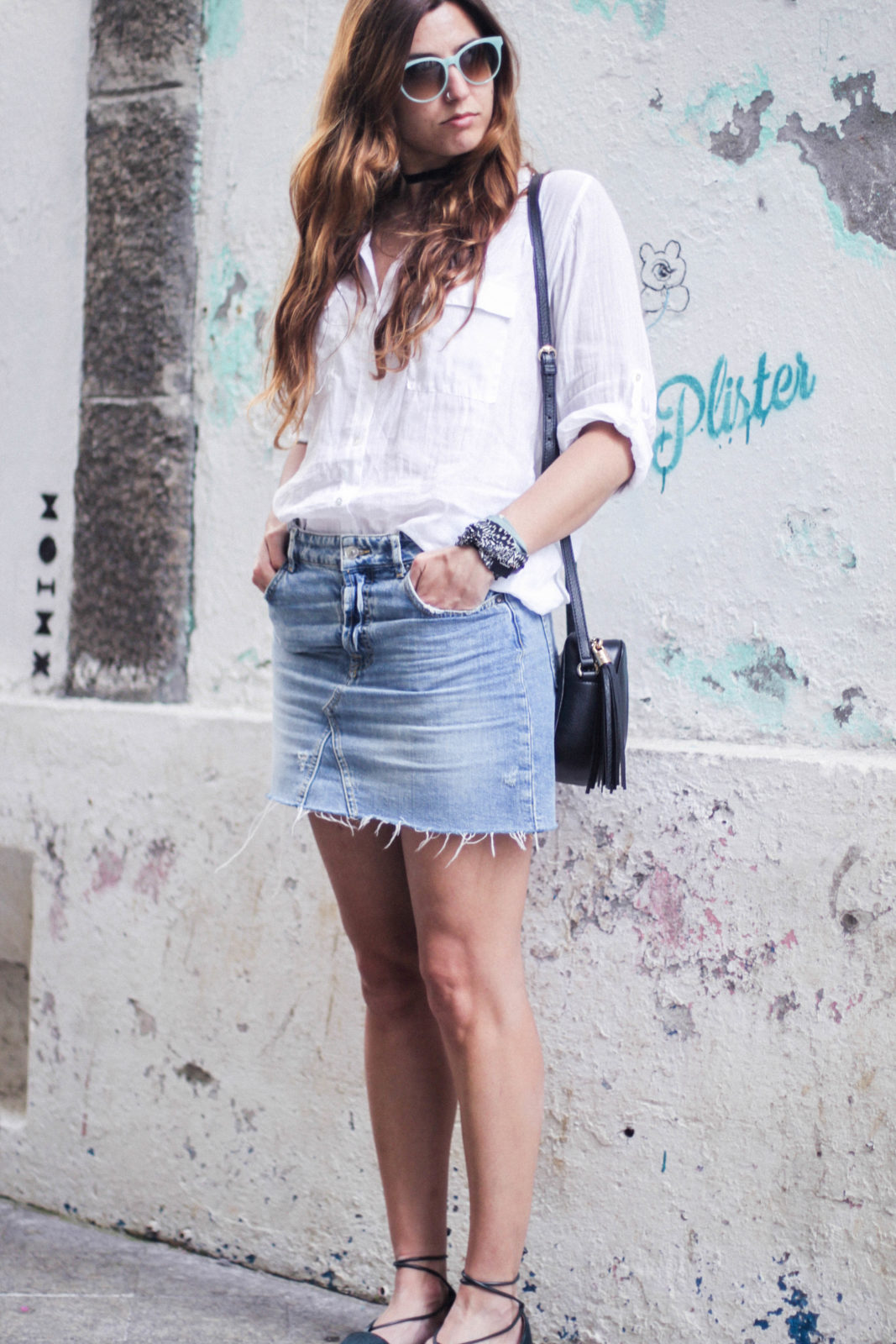 denim_skirt_falda_vaquera_camisa_blanca_alpargatas_espadrilles_look_summer_2016_street_style-16