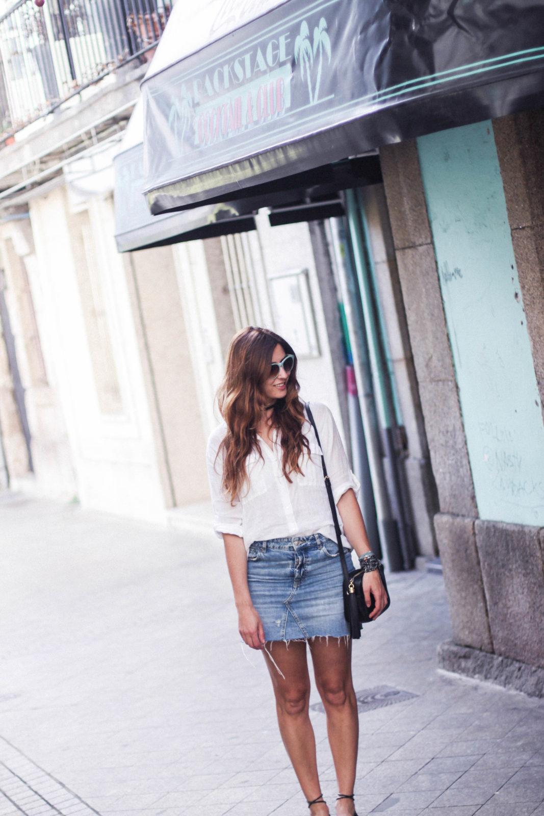 denim_skirt_falda_vaquera_camisa_blanca_alpargatas_espadrilles_look_summer_2016_street_style-3