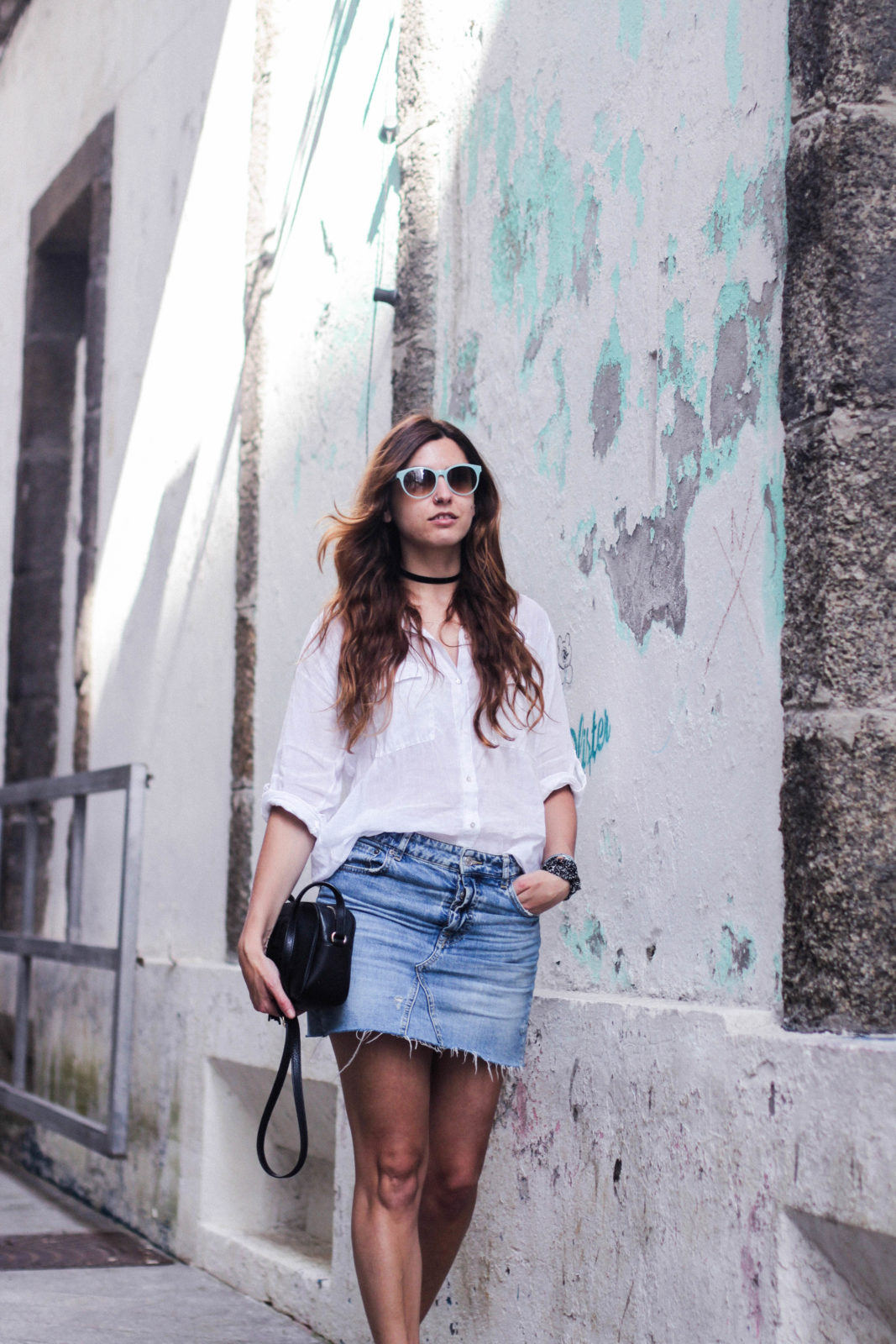 denim_skirt_falda_vaquera_camisa_blanca_alpargatas_espadrilles_look_summer_2016_street_style-30