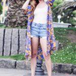 Kimono con shorts y súperpendientes vintage