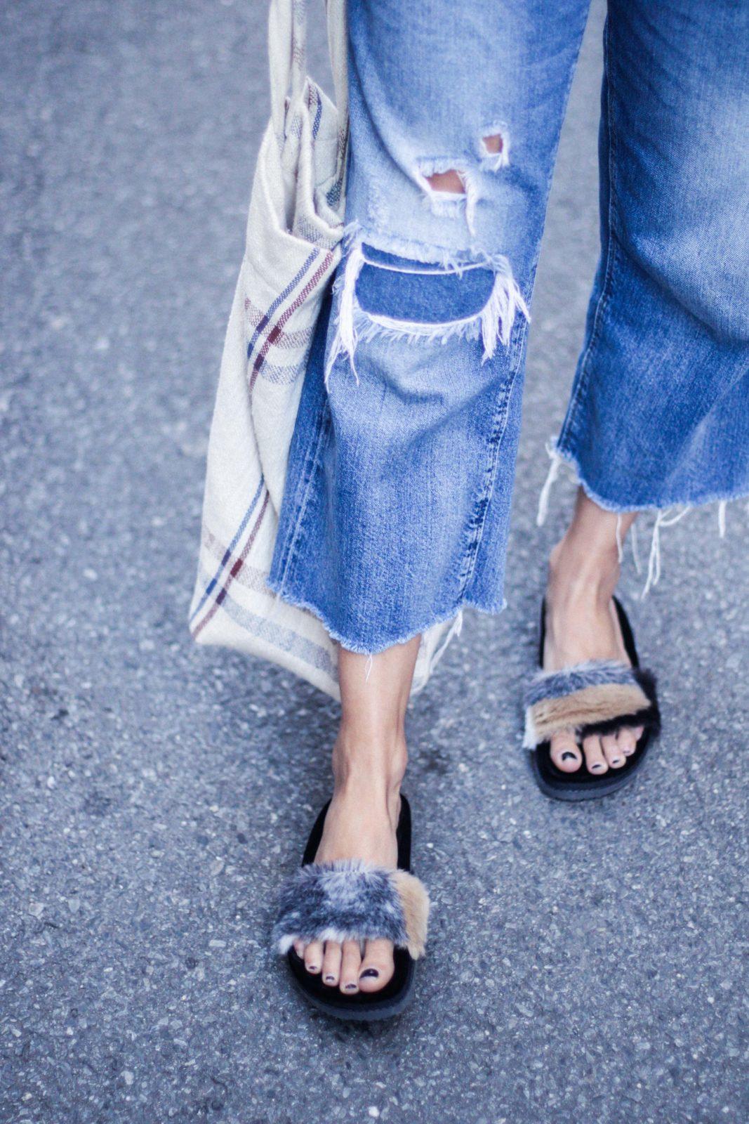 sandalias de pelo camiseta estampada