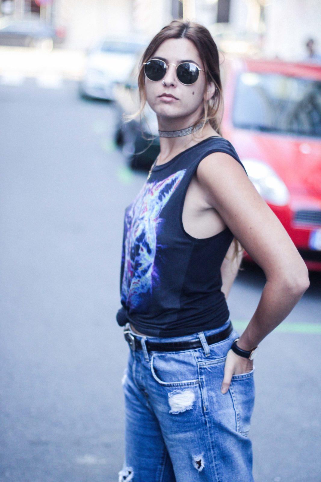 jeans_vaqueros_camiseta_estampada_sandalias_pelo-28