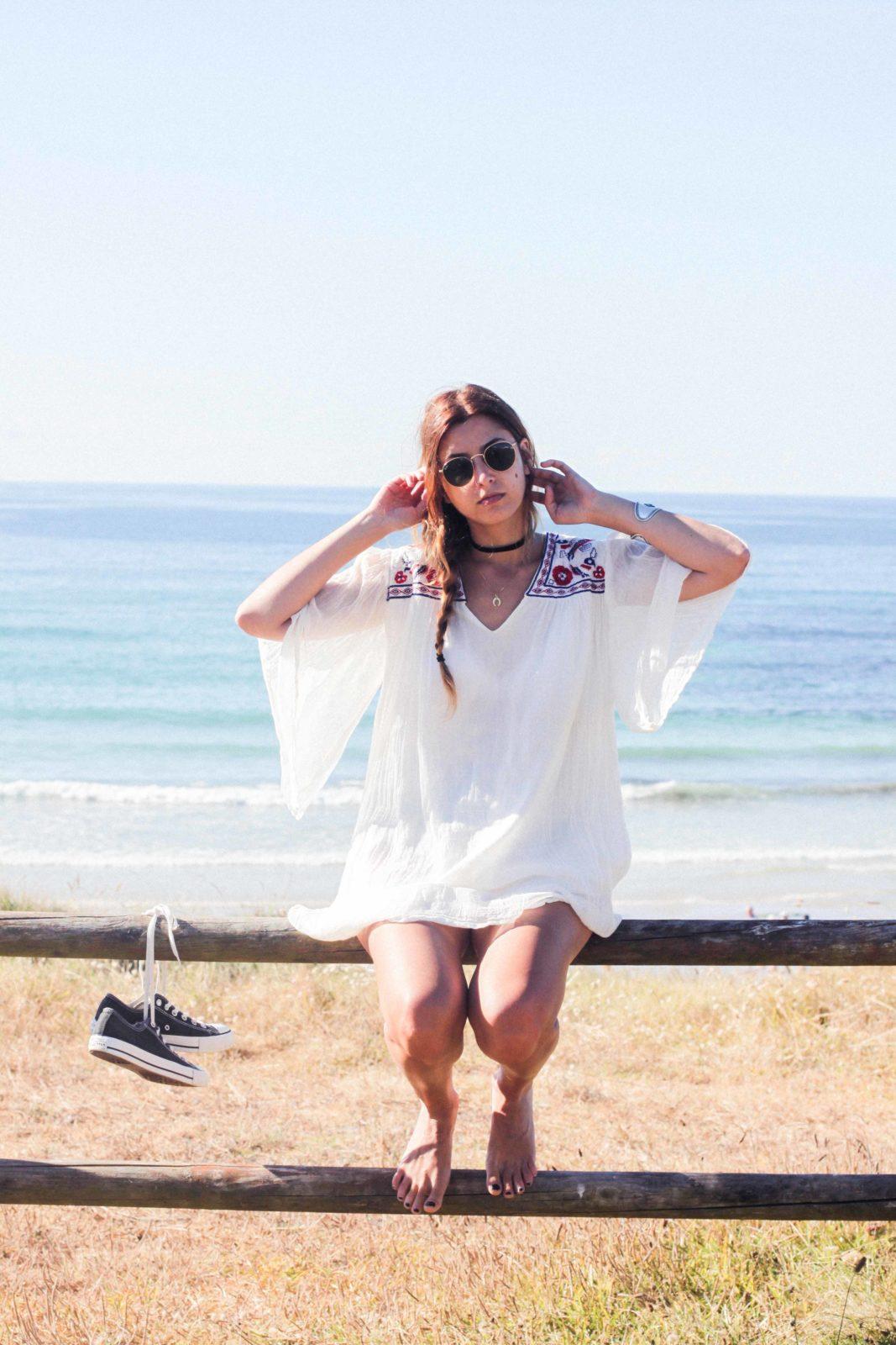 vestido con bordados playa Razo