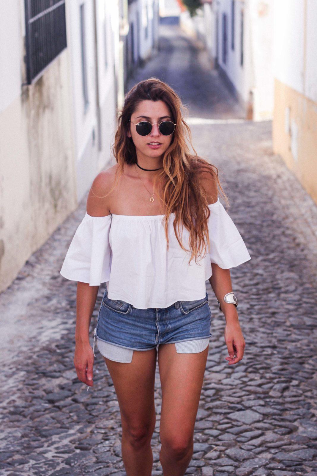 evora_portugal_shorts_top_hombros_al_aire_sandalias_isabel_marant-10
