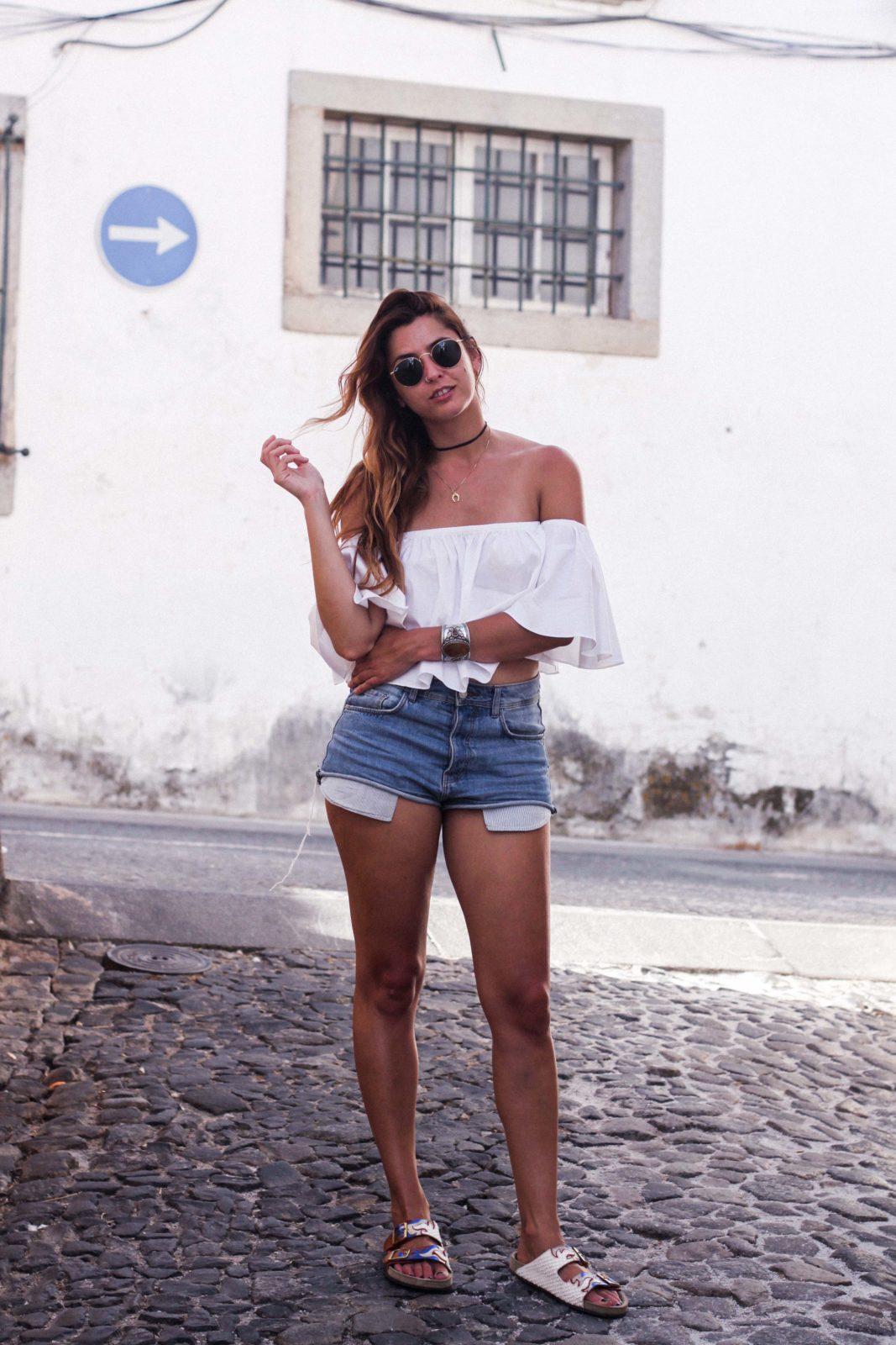 evora_portugal_shorts_top_hombros_al_aire_sandalias_isabel_marant-12
