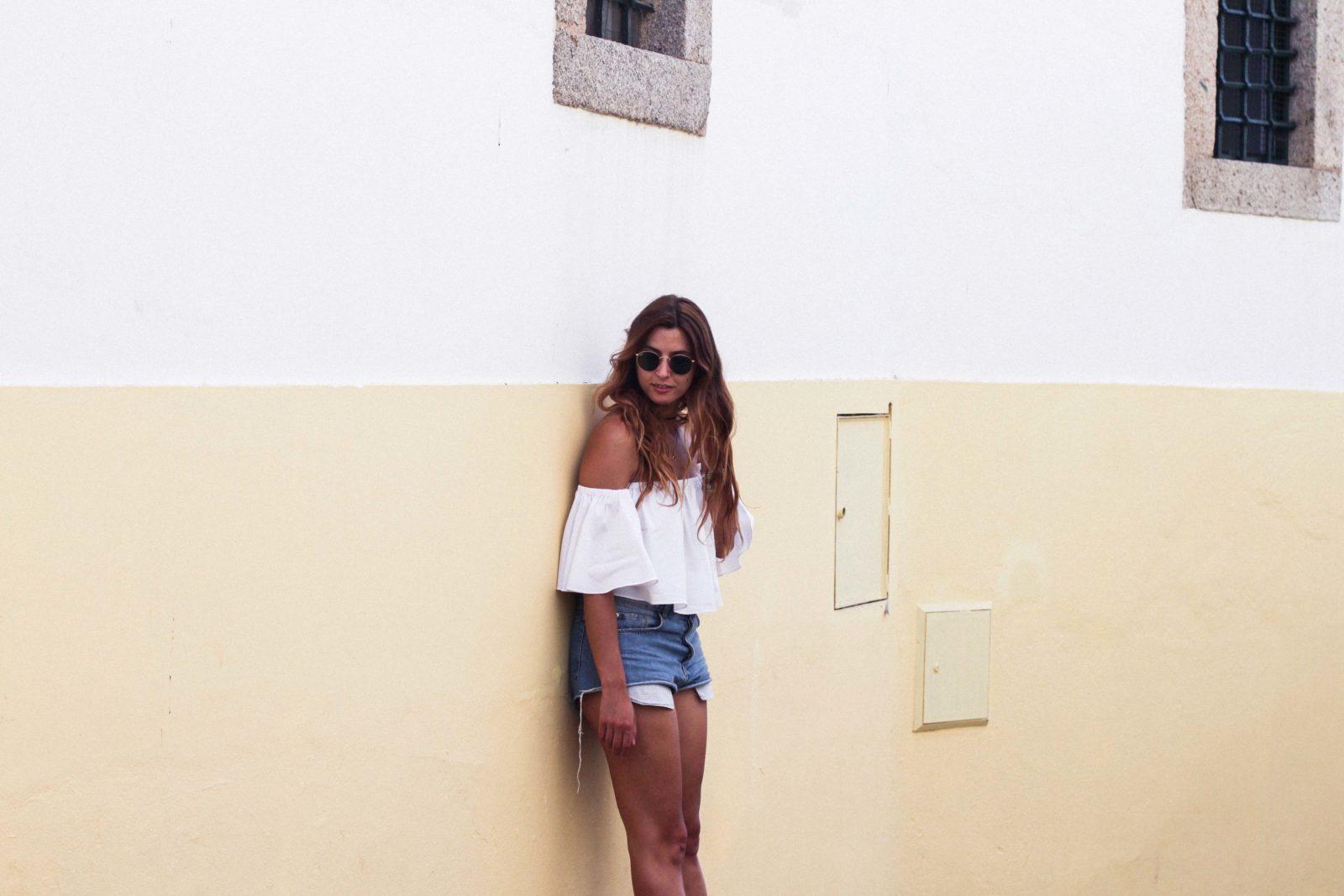 evora_portugal_shorts_top_hombros_al_aire_sandalias_isabel_marant-16