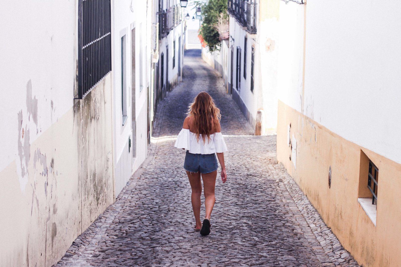 Birkenstock Isabel Marant shorts hombros al aire Evora Portugal
