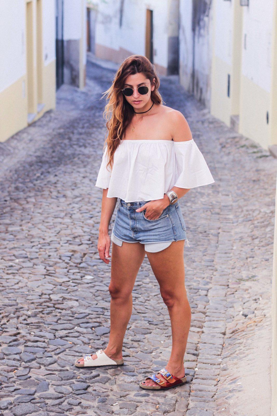 evora_portugal_shorts_top_hombros_al_aire_sandalias_isabel_marant-21