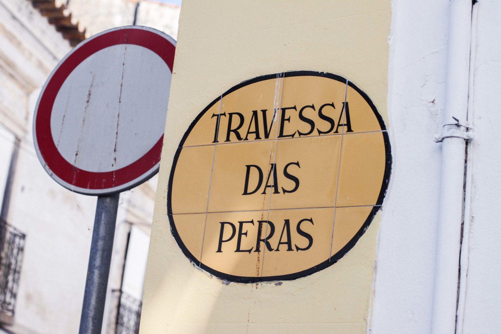 evora_portugal_shorts_top_hombros_al_aire_sandalias_isabel_marant-25