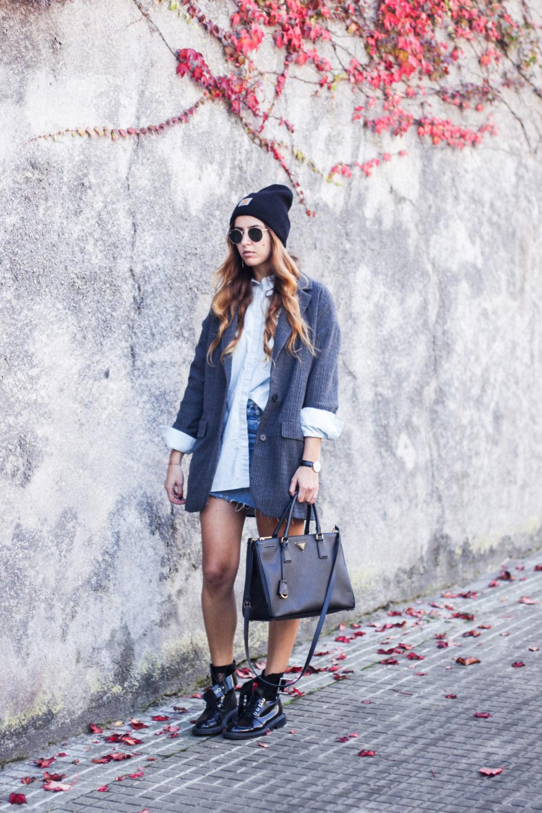 blazer_oversize_falda_vaquera_camisa_masculina_gorro_beanie_botas_moteras_tendencias_trends_2016_street_style_donkeycool-17