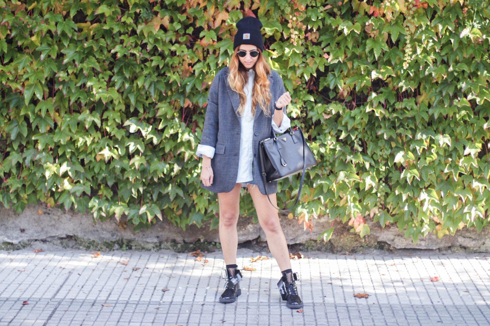 blazer_oversize_falda_vaquera_camisa_masculina_gorro_beanie_botas_moteras_tendencias_trends_2016_street_style_donkeycool-8