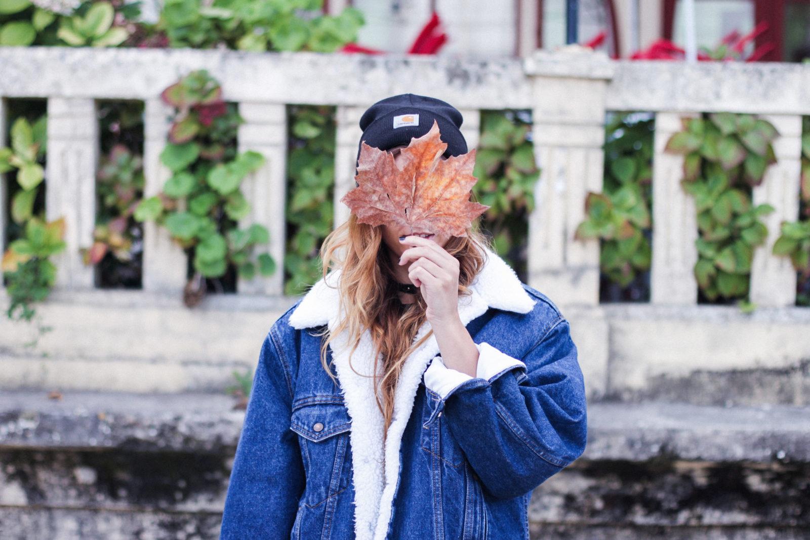 cazadora_vaquera_de_borreguillo_levis_vintage_golden_goose_gorrito_beanie_tendencias_2016_fall_trends_street_style_choker_donkeycool