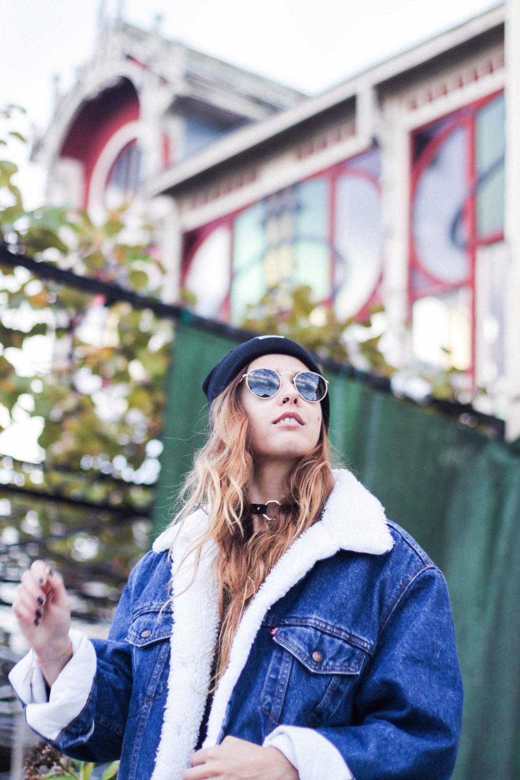 cazadora_vaquera_de_borreguillo_levis_vintage_golden_goose_gorrito_beanie_tendencias_2016_fall_trends_street_style_choker_donkeycool-19