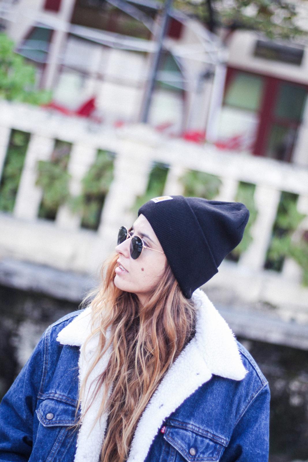 cazadora_vaquera_de_borreguillo_levis_vintage_golden_goose_gorrito_beanie_tendencias_2016_fall_trends_street_style_choker_donkeycool-45