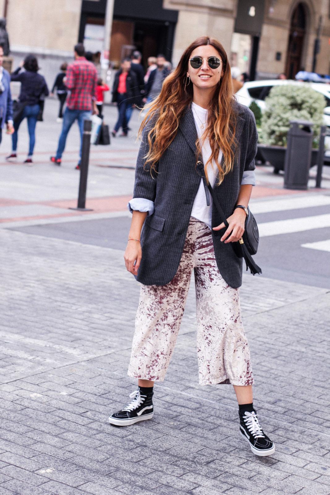 pantalones_terciopelo_rosa_pull_and_bear_blazer_vans_pendientes_aros_gucci-18