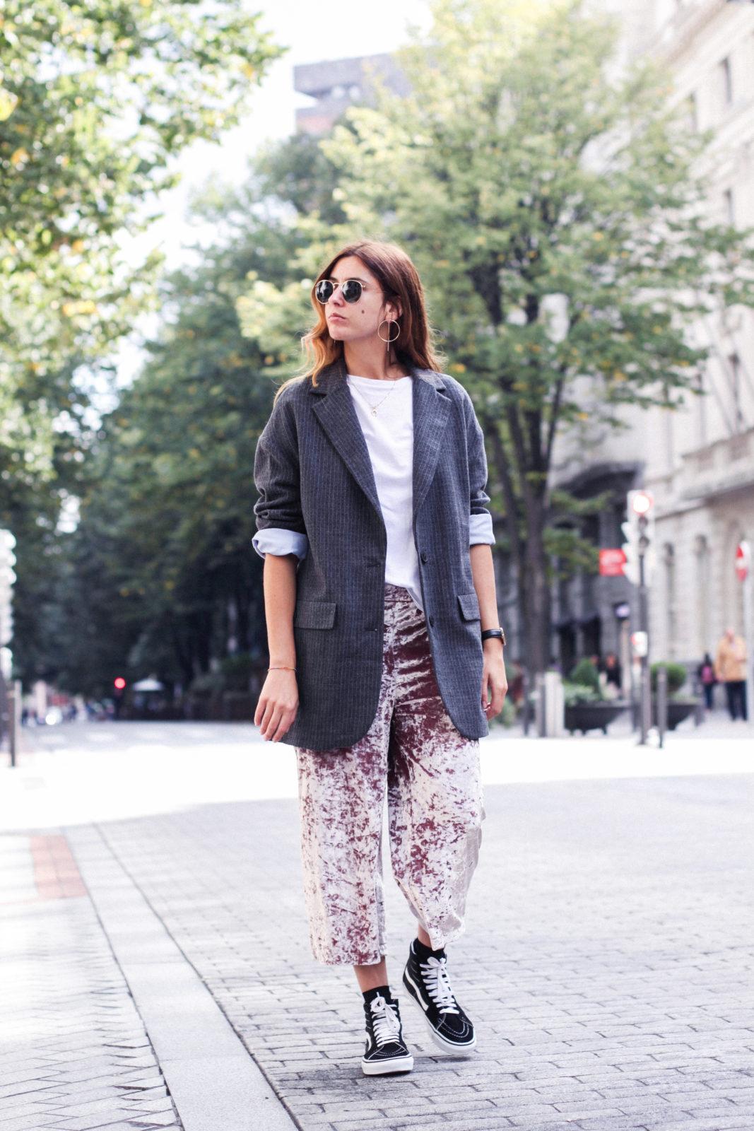 pantalones_terciopelo_rosa_pull_and_bear_blazer_vans_pendientes_aros_gucci-31