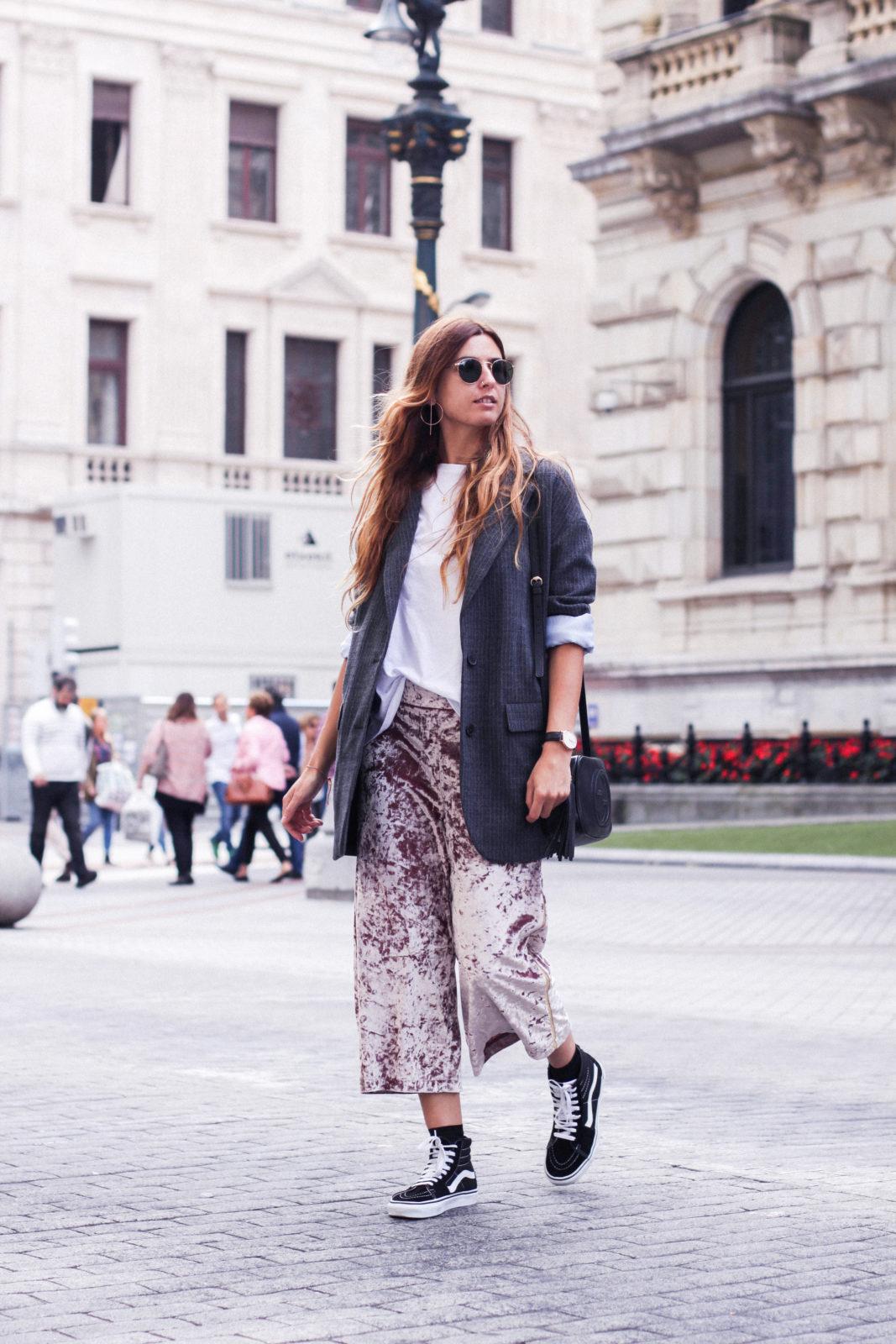 pantalones_terciopelo_rosa_pull_and_bear_blazer_vans_pendientes_aros_gucci-42