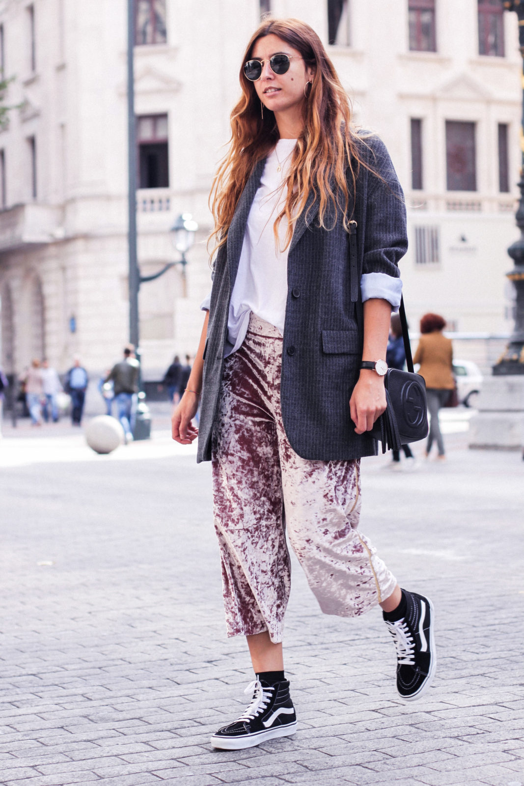 pantalones_terciopelo_rosa_pull_and_bear_blazer_vans_pendientes_aros_gucci-45