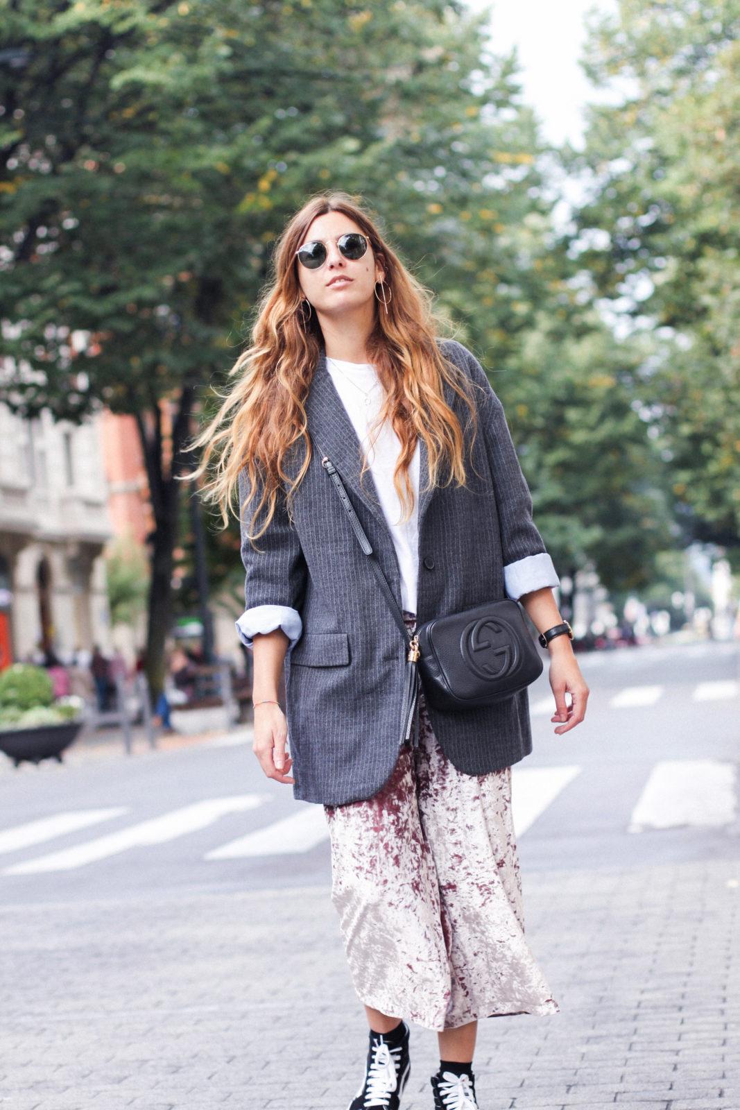 pantalones_terciopelo_rosa_pull_and_bear_blazer_vans_pendientes_aros_gucci-7