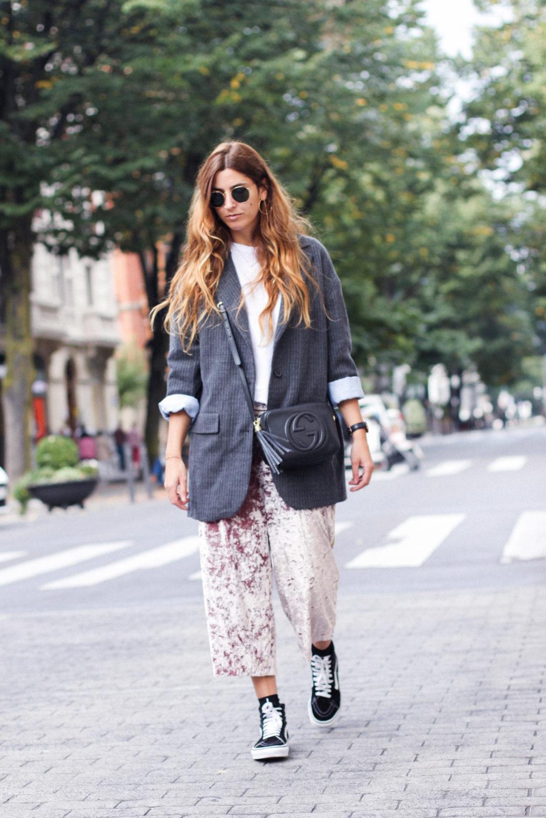 pantalones_terciopelo_rosa_pull_and_bear_blazer_vans_pendientes_aros_gucci-8