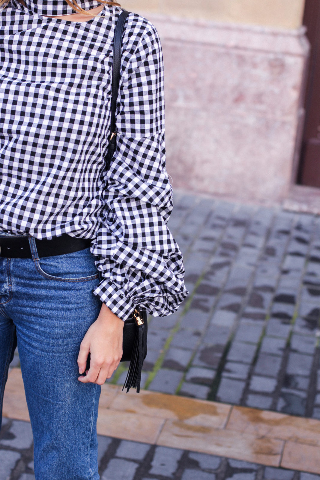 shein_shirt_gingham_volantes_jeans_botas_blancas-13