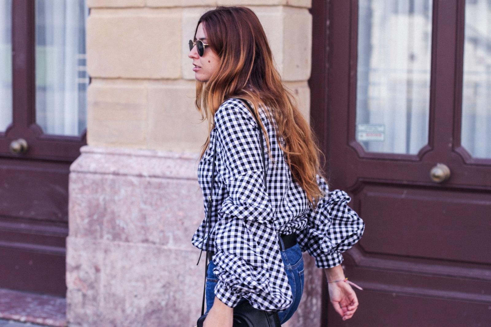 shein_shirt_gingham_volantes_jeans_botas_blancas-24