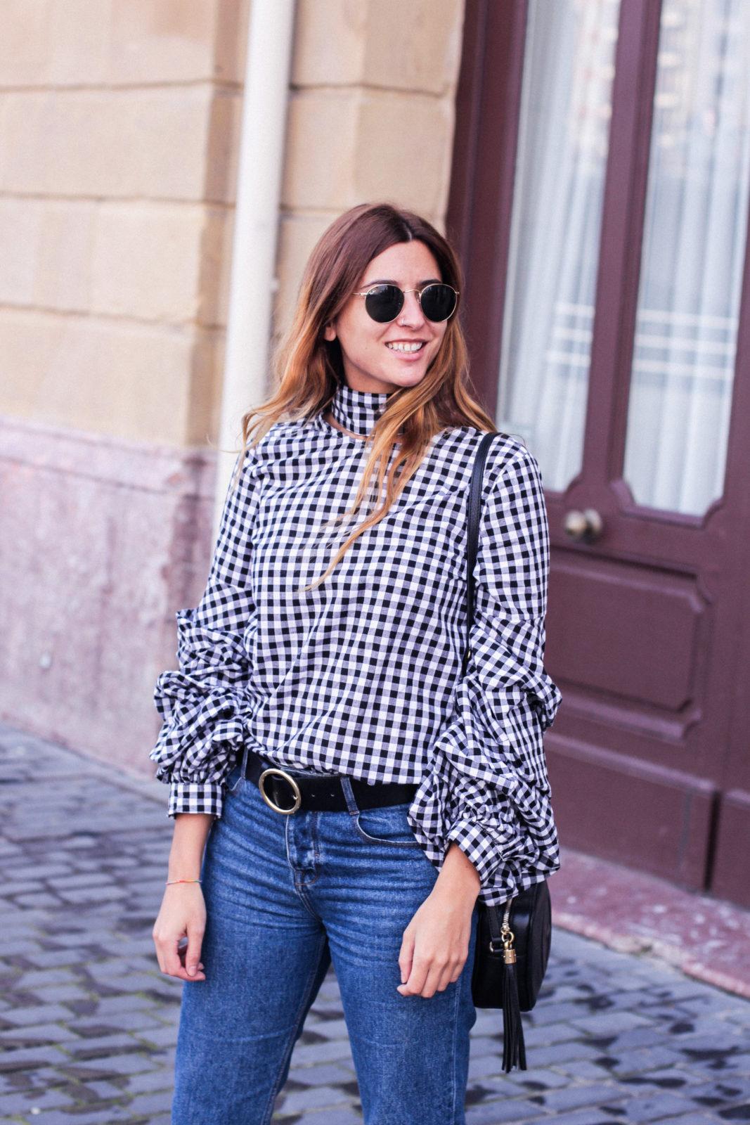 shein_shirt_gingham_volantes_jeans_botas_blancas-27
