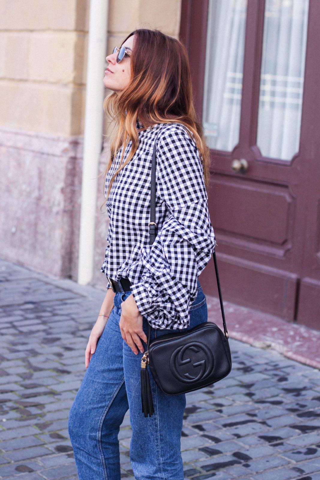 shein_shirt_gingham_volantes_jeans_botas_blancas-29