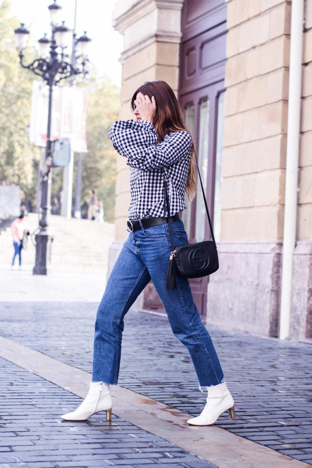shein_shirt_gingham_volantes_jeans_botas_blancas-33