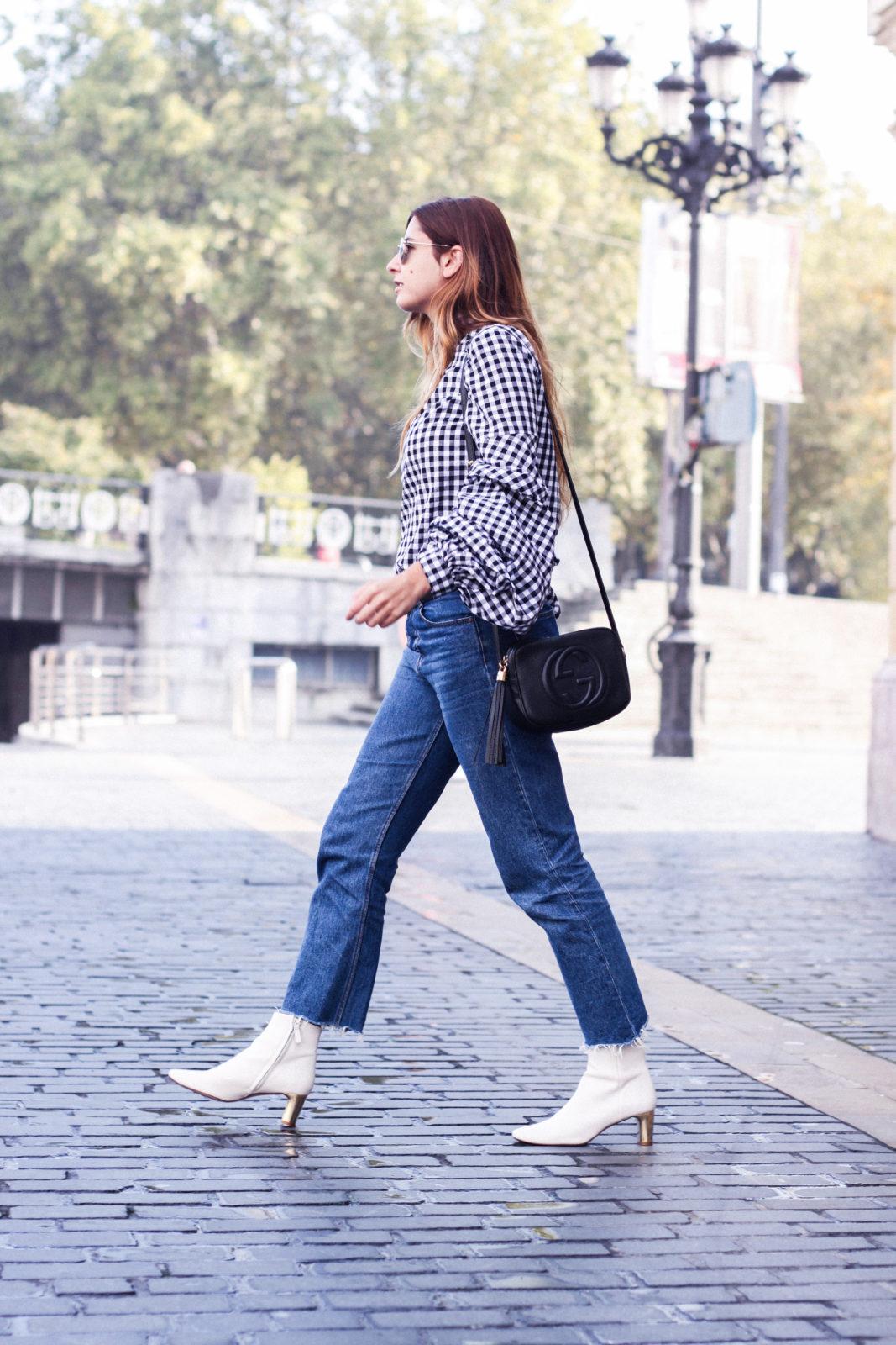shein_shirt_gingham_volantes_jeans_botas_blancas-35