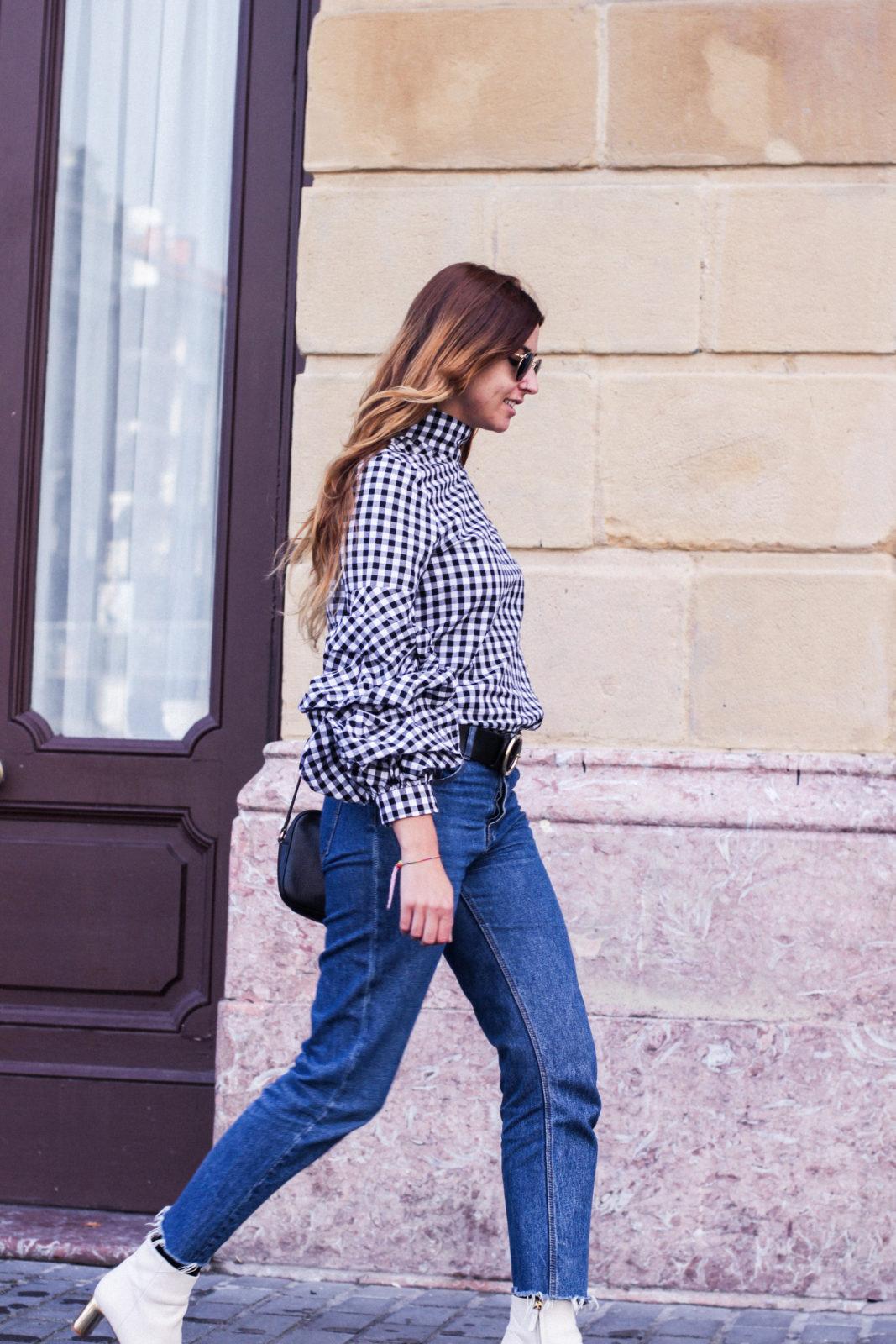 shein_shirt_gingham_volantes_jeans_botas_blancas-38