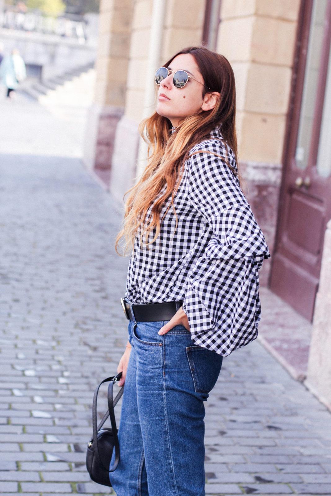 shein_shirt_gingham_volantes_jeans_botas_blancas-43
