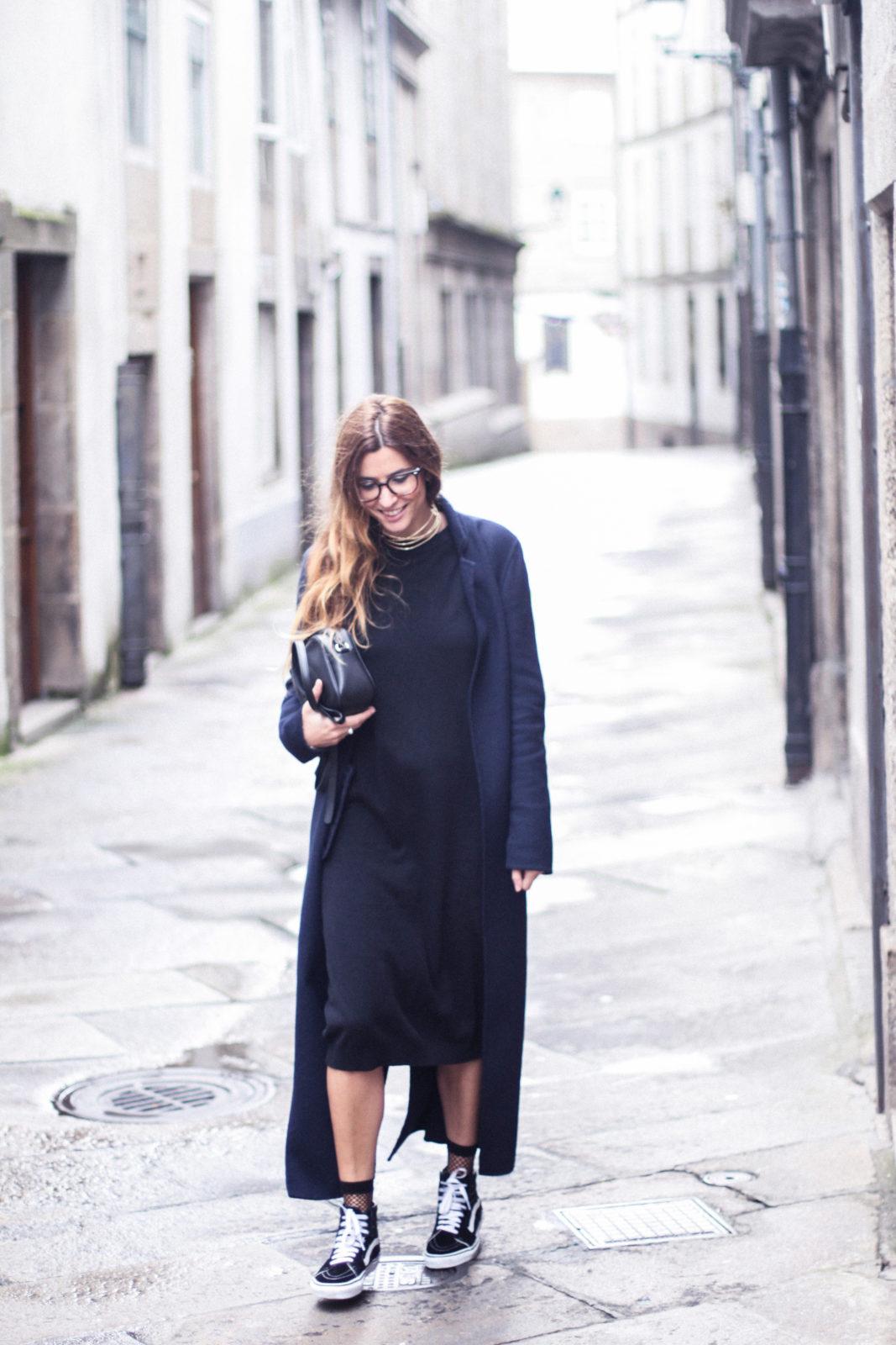 vestido_de_punto_midi_vans_calcetines_rejilla_choker_metalico_happiness_boutique_abrigo_largo_gucci_street_style_fall_2016_donkeycool-31