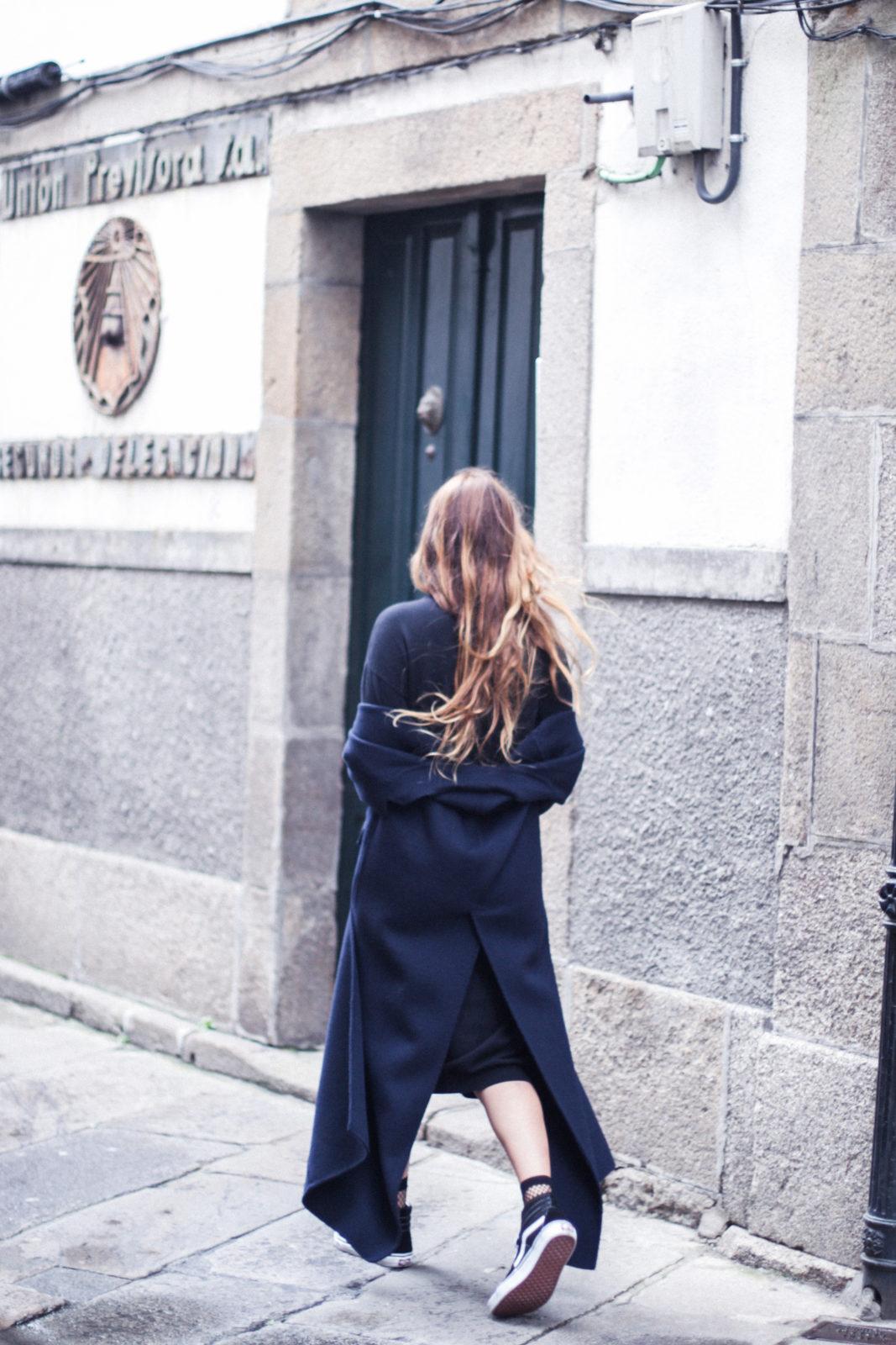 vestido_de_punto_midi_vans_calcetines_rejilla_choker_metalico_happiness_boutique_abrigo_largo_gucci_street_style_fall_2016_donkeycool-35