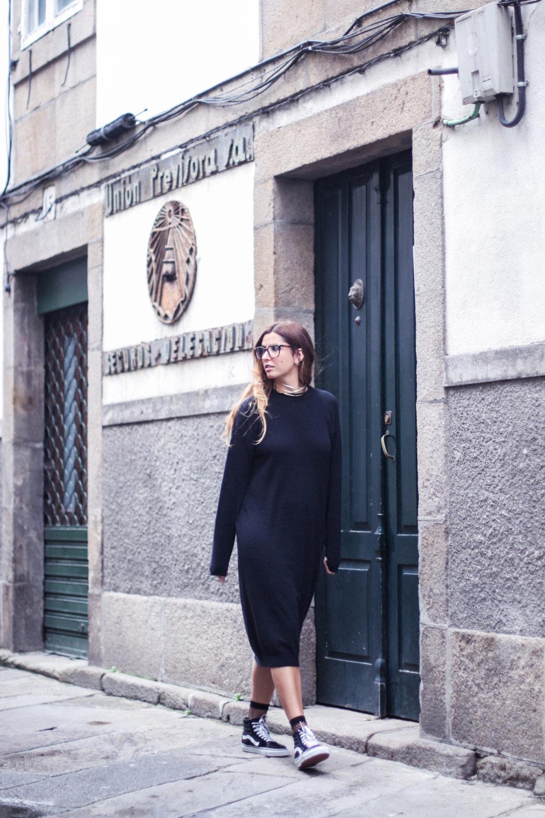 vestido_de_punto_midi_vans_calcetines_rejilla_choker_metalico_happiness_boutique_abrigo_largo_gucci_street_style_fall_2016_donkeycool-37