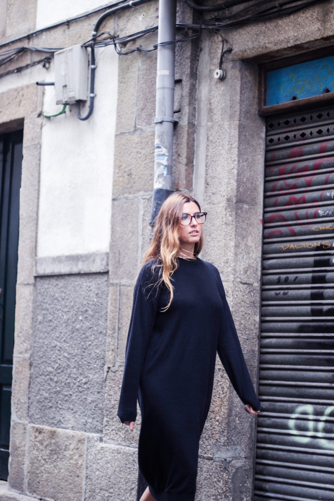 vestido_de_punto_midi_vans_calcetines_rejilla_choker_metalico_happiness_boutique_abrigo_largo_gucci_street_style_fall_2016_donkeycool-39