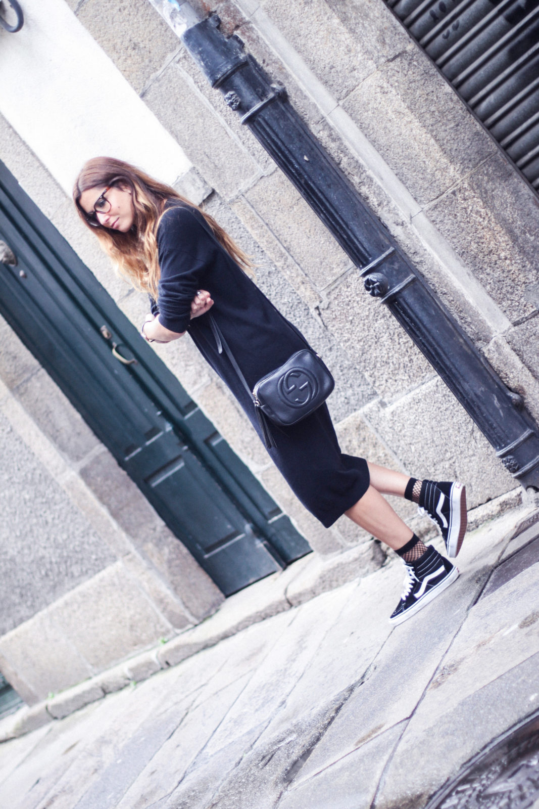 vestido_de_punto_midi_vans_calcetines_rejilla_choker_metalico_happiness_boutique_abrigo_largo_gucci_street_style_fall_2016_donkeycool-41