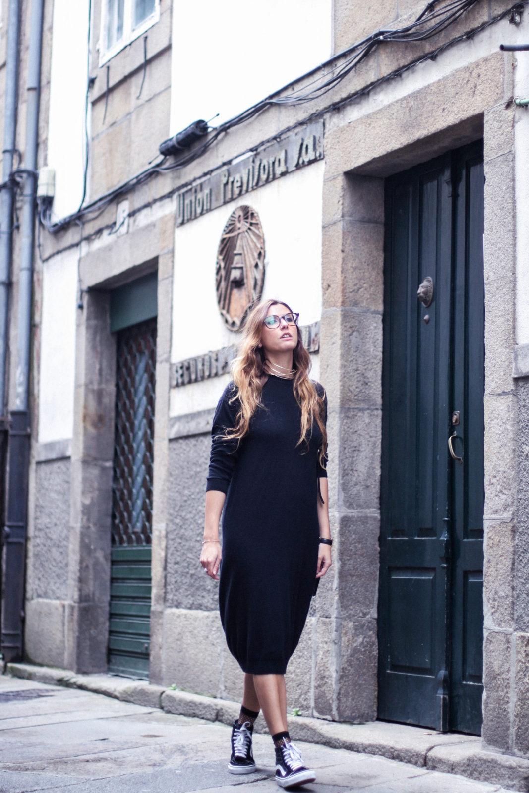 vestido_de_punto_midi_vans_calcetines_rejilla_choker_metalico_happiness_boutique_abrigo_largo_gucci_street_style_fall_2016_donkeycool-46