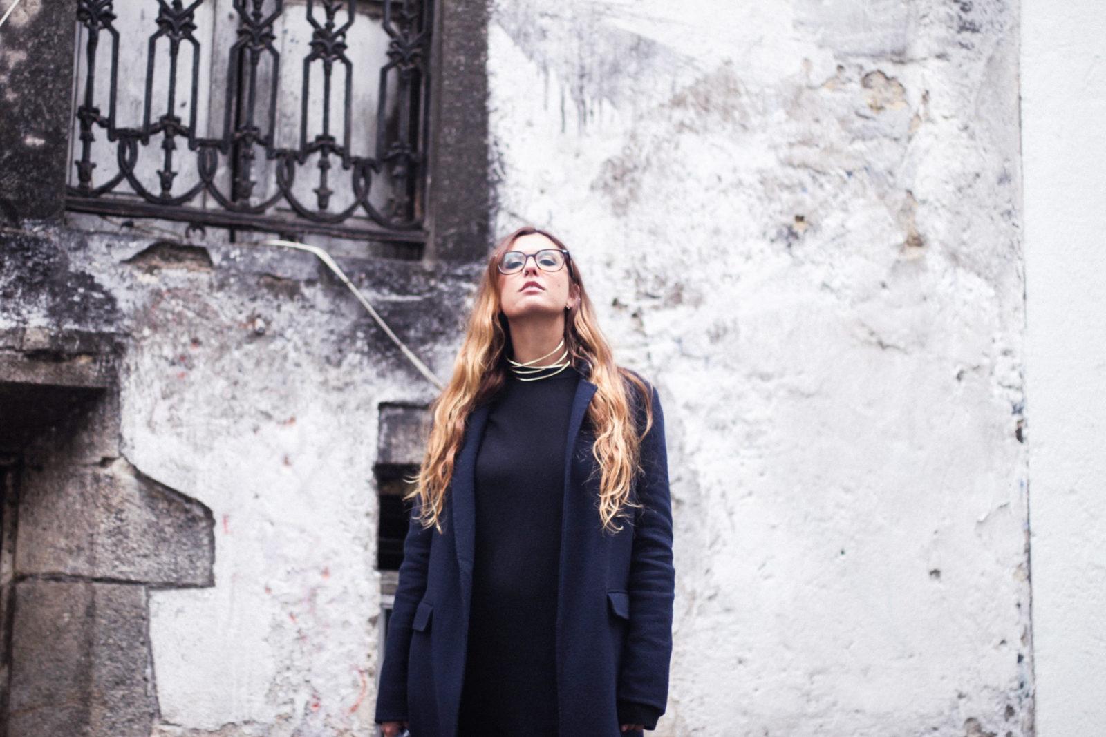 vestido_de_punto_midi_vans_calcetines_rejilla_choker_metalico_happiness_boutique_abrigo_largo_gucci_street_style_fall_2016_donkeycool-8
