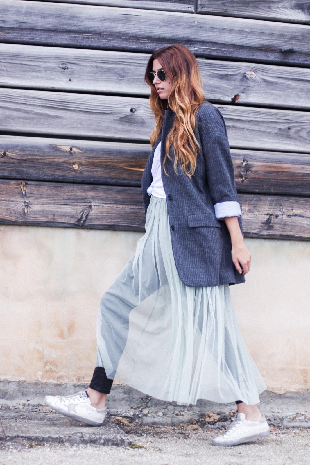 vestido_de_tul_sobre_pantalon_estilo_bailarina_blazer_oversize_pendientes_de_aros_choker_tendencias_trends_fall_2016_street_style_donkeycool-15