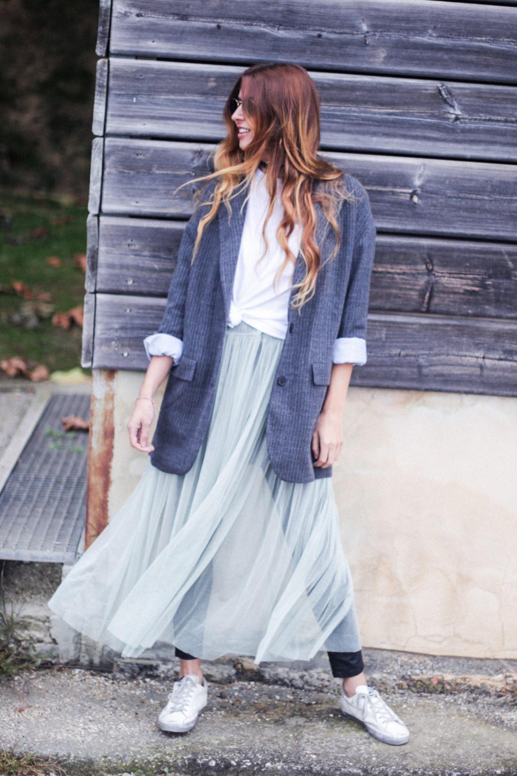 vestido_de_tul_sobre_pantalon_estilo_bailarina_blazer_oversize_pendientes_de_aros_choker_tendencias_trends_fall_2016_street_style_donkeycool-31