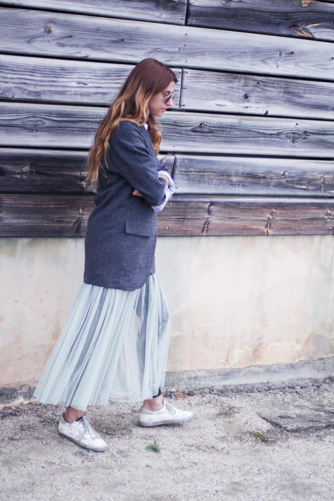 vestido_de_tul_sobre_pantalon_estilo_bailarina_blazer_oversize_pendientes_de_aros_choker_tendencias_trends_fall_2016_street_style_donkeycool-38