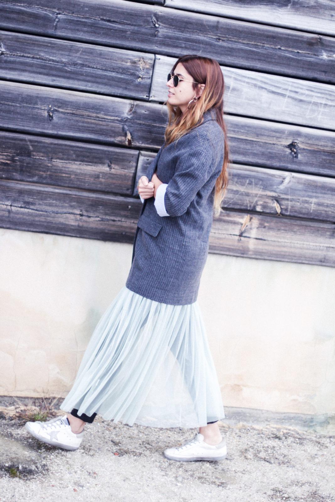 vestido_de_tul_sobre_pantalon_estilo_bailarina_blazer_oversize_pendientes_de_aros_choker_tendencias_trends_fall_2016_street_style_donkeycool-39