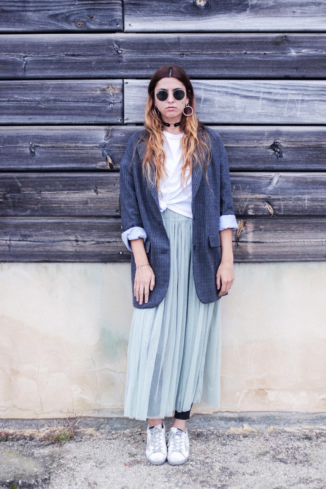 vestido_de_tul_sobre_pantalon_estilo_bailarina_blazer_oversize_pendientes_de_aros_choker_tendencias_trends_fall_2016_street_style_donkeycool-8