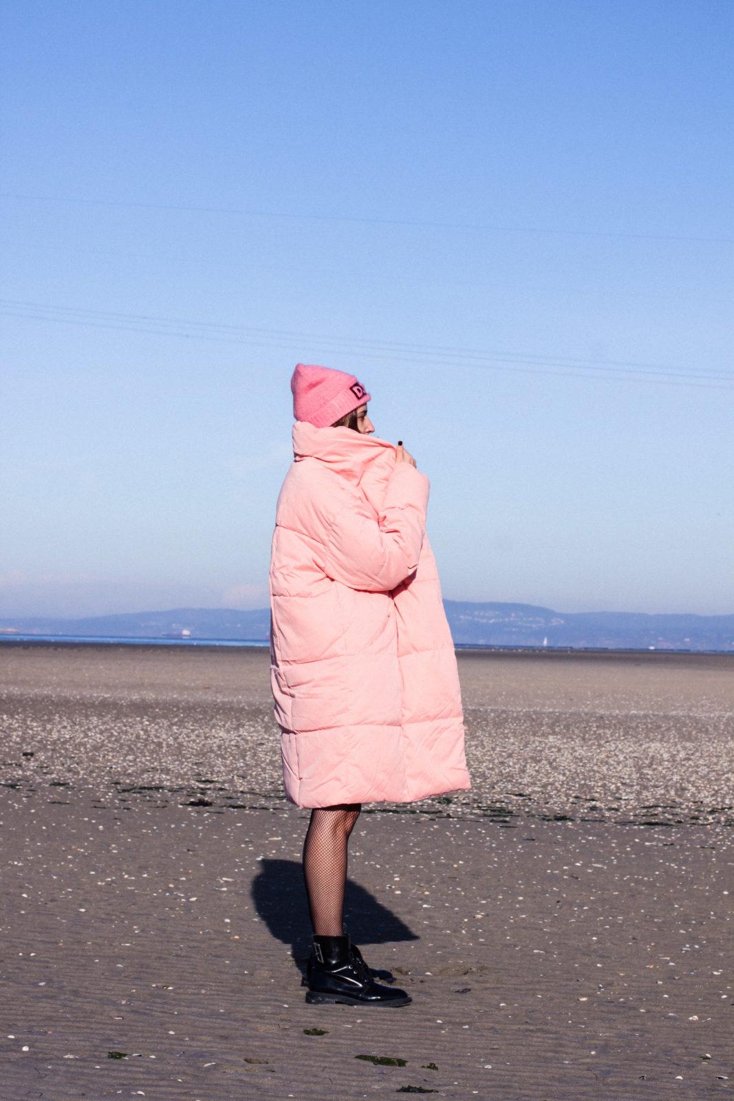 retailmenot-cupones-descuentos-asos-plumifero_rosa-monki-puffer_coat-gorro-beanie-medias_de_rejilla-look-outfit-tendencias-fall-2016-street_style-donkeycool-10