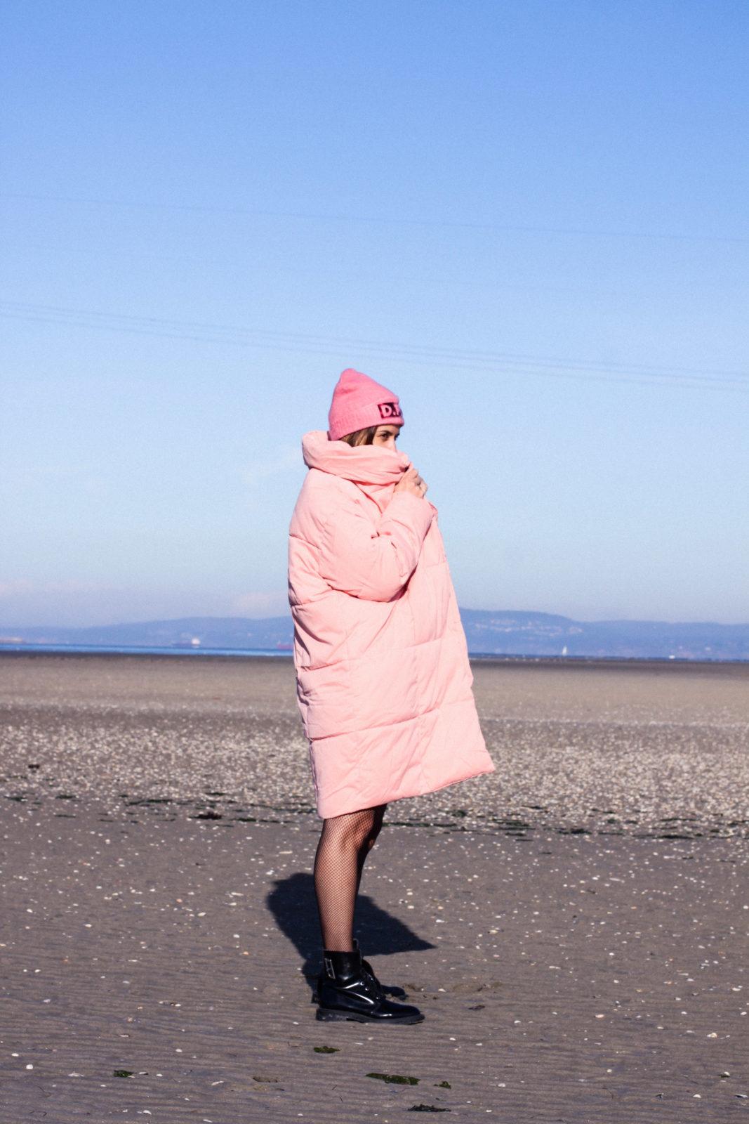 retailmenot-cupones-descuentos-asos-plumifero_rosa-monki-puffer_coat-gorro-beanie-medias_de_rejilla-look-outfit-tendencias-fall-2016-street_style-donkeycool-11