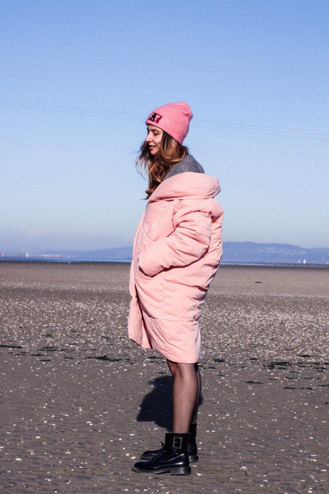 retailmenot-cupones-descuentos-asos-plumifero_rosa-monki-puffer_coat-gorro-beanie-medias_de_rejilla-look-outfit-tendencias-fall-2016-street_style-donkeycool-30