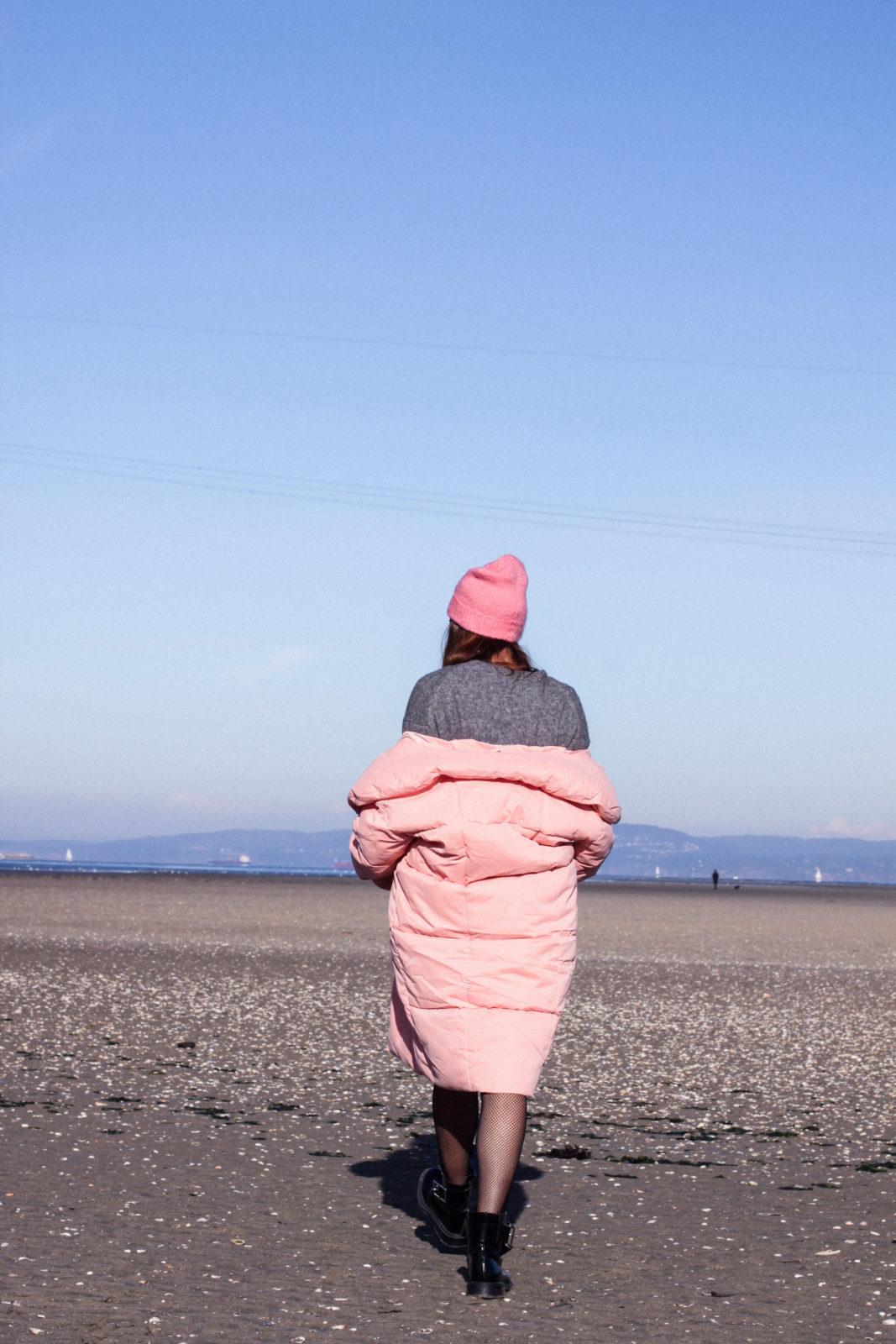 retailmenot-cupones-descuentos-asos-plumifero_rosa-monki-puffer_coat-gorro-beanie-medias_de_rejilla-look-outfit-tendencias-fall-2016-street_style-donkeycool-43